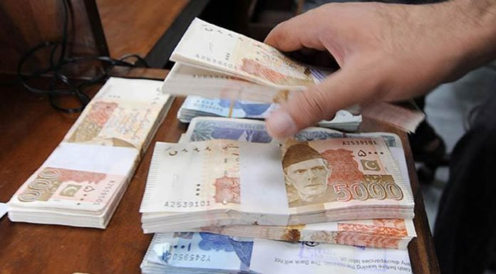 Rupee weakens to over Rs.119 against Dollar against Pak Rupee